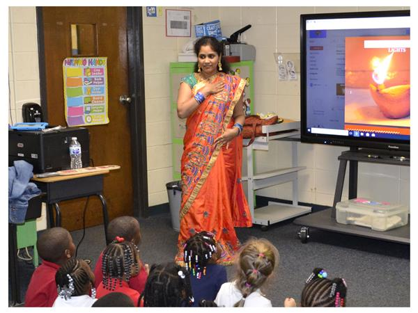 Kindergartenders Learn About Indian Culture